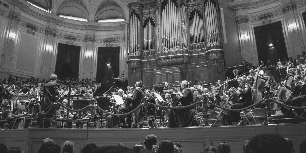 El maestro invita a un concierto y cómo llegar al público joven